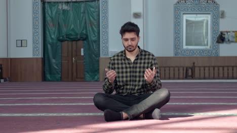 Muslim-Praying-In-Mosque