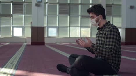 Muslim-Praying-During-Pandemic