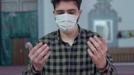 Masked-Man-Praying