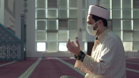 Masked-Muslim-Imam-Praying