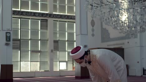 Praying-Alone-in-A-Mask-In-Mosque-1