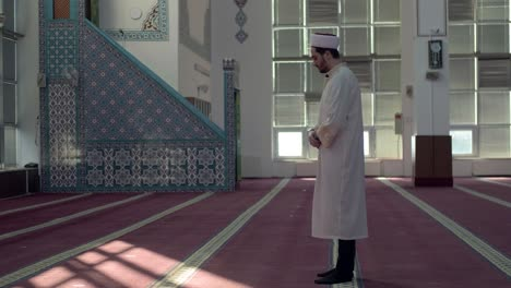 Imam-Praying-Alone-In-Mosque