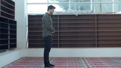 A-Young-Man-Praying-In-The-Mosque-2