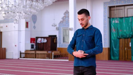 Young-Man-Worships-in-Mosque-1