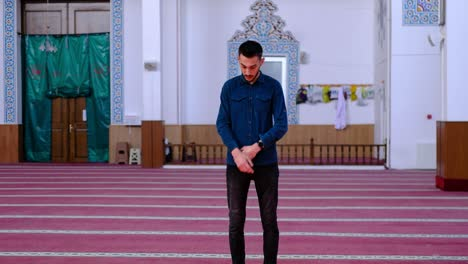 Young-Man-Worshiping-In-Mosque-4
