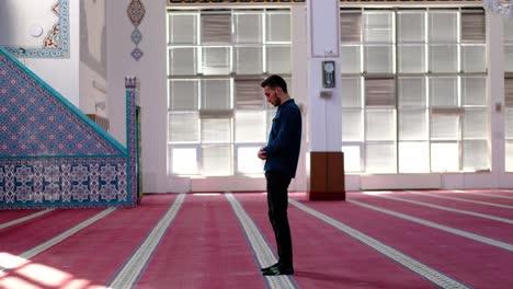 Man-In-Mosque-Worshiping-and-Praying