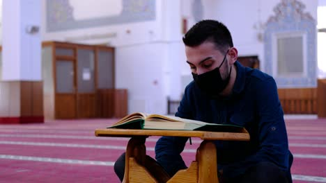 Man-Wears-A-Mask-And-Recites-The-Quran-In-Mosque