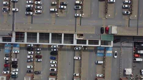 Luftdrohnenfahrzeuge-Auf-Dem-Parkplatz