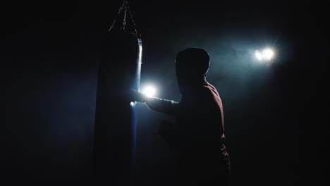 Beginner-boxer-trains-with-speedbag-1