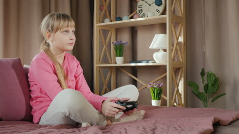 Child-plays-a-video-game
