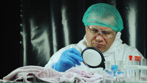 Crime-lab-worker-examines-evidence-on-clothes-8