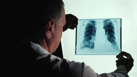 Doctor-examines-X-ray-of-lungs