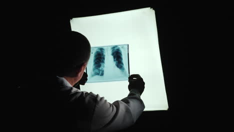 Doctor-examines-X-ray-of-lungs-1