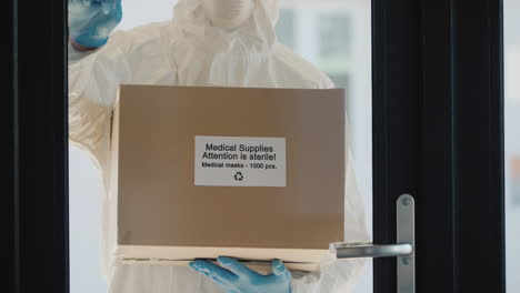 Delivery-Of-Medical-Supplies-To-The-Door
