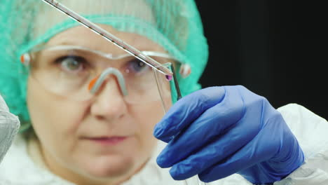 Female-researcher-works-in-lab-with-drugs