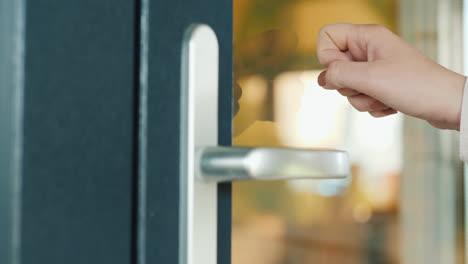Hand-Knocks-On-The-Front-Door