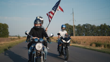 Young-people-travel-on-motorcycles