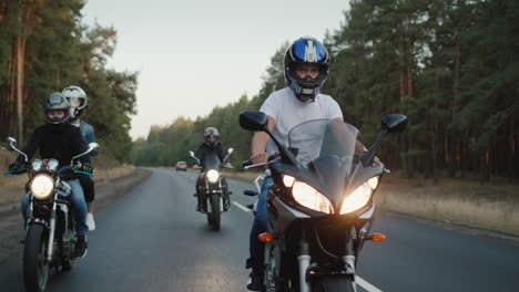 Young-people-travel-on-motorcycles-in-a-picturesque-place-3