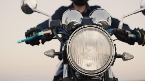 Motorcyclist-s-hand-turns-accelerator-1