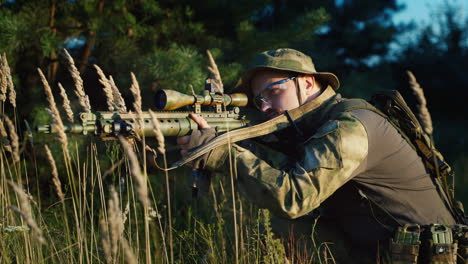A-solider-aims-his-rifle