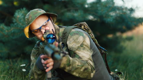 A-solider-aims-his-rifle-3
