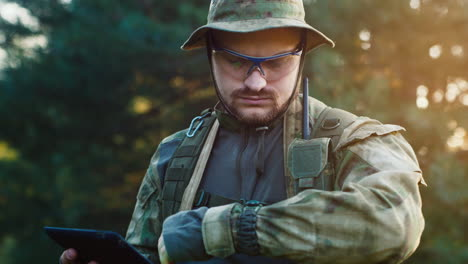 Portrait-of-a-military-man-using-a-tablet-2