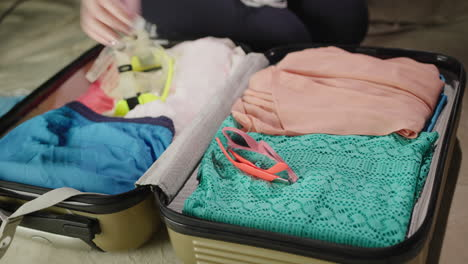 Woman-packs-clothes-for-vacation-1
