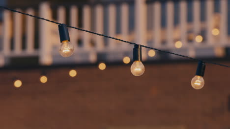 Light-bulb-string-at-an-outdoor-party