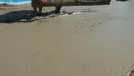 The-builder-levels-the-liquid-concrete-1