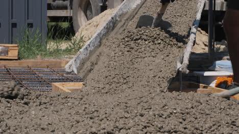 Cement-mixer-delivers-concrete-to-the-construction-site-1