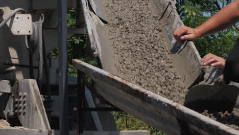 Foreman-controls-the-flow-of-liquid-concrete-from-the-chute