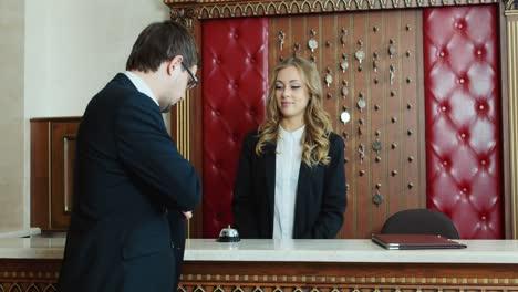 Businessman-checks-into-a-hotel-and-gets-the-keys