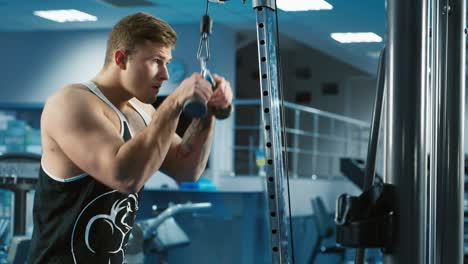 A-young-man-trains-in-a-gym-1