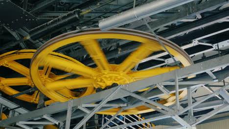 Huge-wheels-of-the-internal-mechanism-of-a-funicular-2
