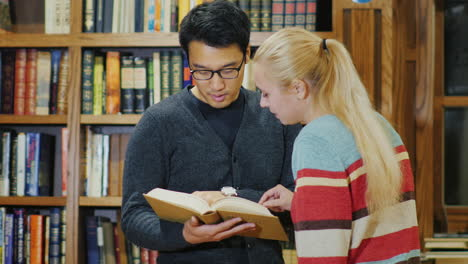 Friends-Of-Students-Together-Look-At-The-Book-In-The-Library