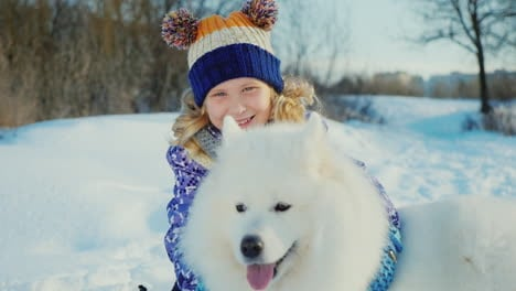 Girl-5-Years-Old-With-A-Big-White-Fluffy-Dog
