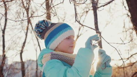 Girl-Five-Years-He-Enjoys-Coming-Winter-3