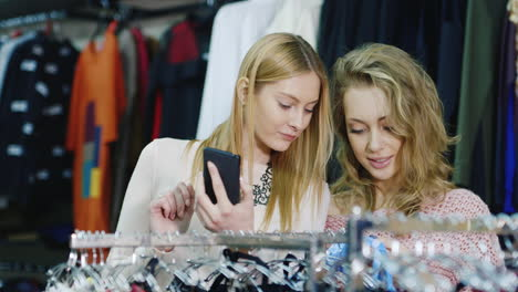 Shopping-With-The-Smartphone