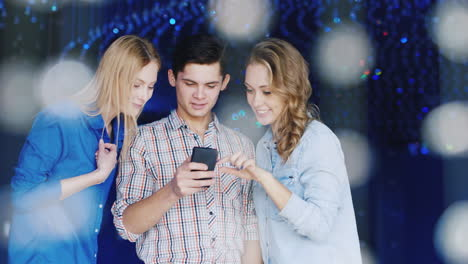Young-People-Have-A-Good-Time-At-A-Party-Use-A-Smartphone