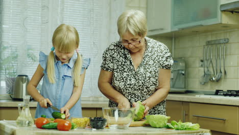 Funny-Girl-6-Years-Old-Helps-Her-Grandmother-Prepare-Meals-In-The-Kitchen