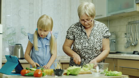 Funny-Girl-6-Years-Old-Helps-Her-Grandmother-Prepare-Meals-In-The-Kitchen-1