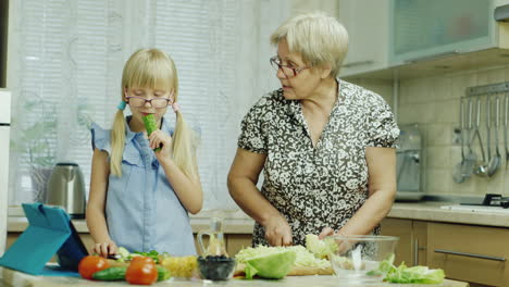 Funny-Girl-6-Years-Old-Helps-Her-Grandmother-Prepare-Meals-In-The-Kitchen-2