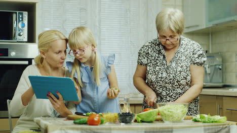 Funny-Girl-6-Years-Old-Helps-Her-Grandmother-Prepare-Meals-In-The-Kitchen-4