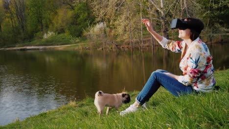 Young-Woman-In-Virtual-Reality