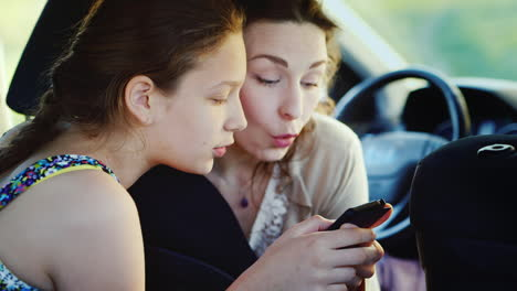 Mom-Is-On-Friendly-Terms-With-The-Daughter-Of-A-Teenage-Return