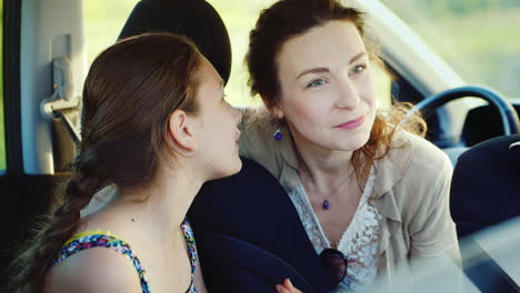 Trustful-And-Friendly-Communication-Between-Mother-And-Daughter-With-A-Teenager-2