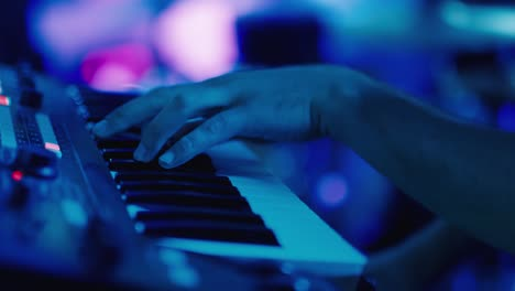 Fingers-of-a-musician-plays-an-electronic-piano-1